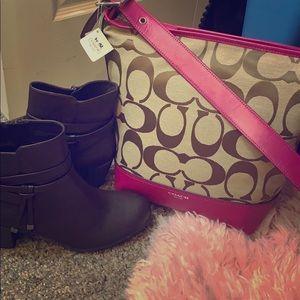 Brand new coach handbag! Khaki/Berry Duffle